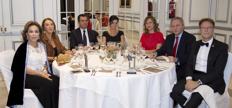 Bufete Rosales gana el premio Excelentes del Año del Instituto para la Excelencia Profesional